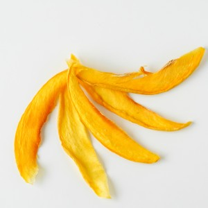 Premium dehydrated mango slices for cocktails