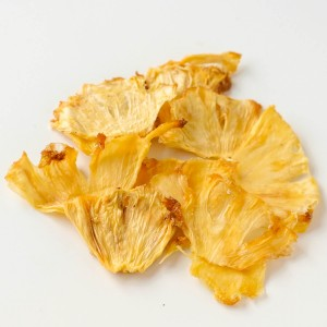 Dehydrated pineapple in slices